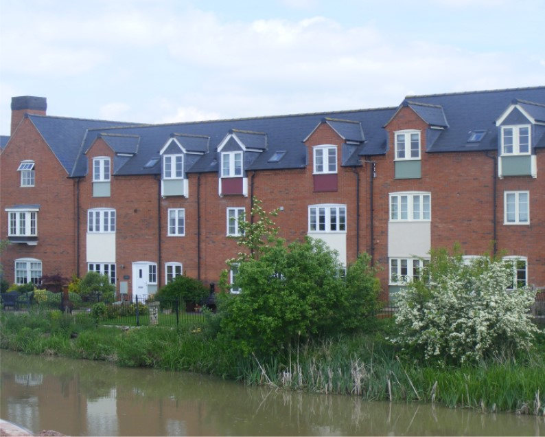 Pipistrelle Estate From Across The Canal